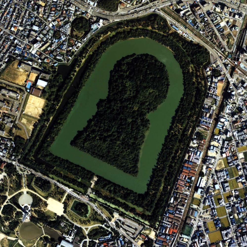 مجموعة أضرحة موزو فورويشي: التلال الجنائزية في اليابان القديمة في اليابان