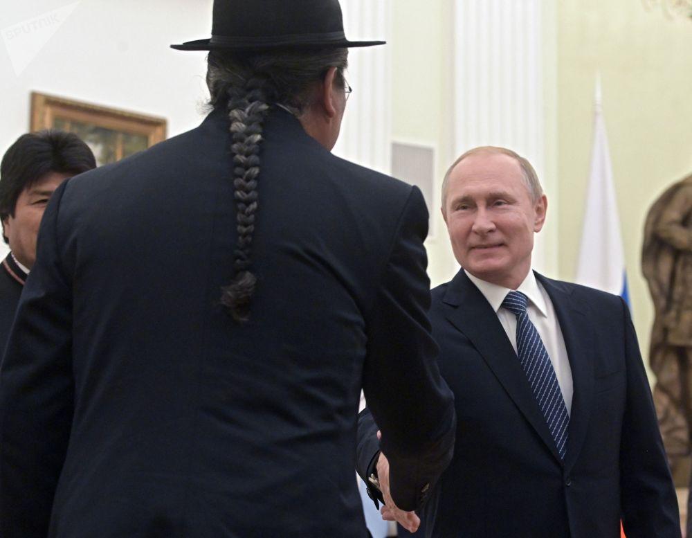 الرئيس الروسي فلاديمير بوتين خلال لقائه مع الرئيس البوليفي إيفو موراليس