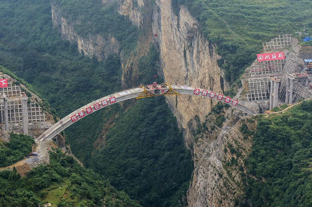 بناء جسر يربط بين يوننان بمقاطعة قويتشو بمقاطعة سيتشوان في جنوب غرب الصين، 7 يوليو/ تموز 2019