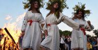 فتيات خلال يوم إيفان كوبالا في أوكرانيا