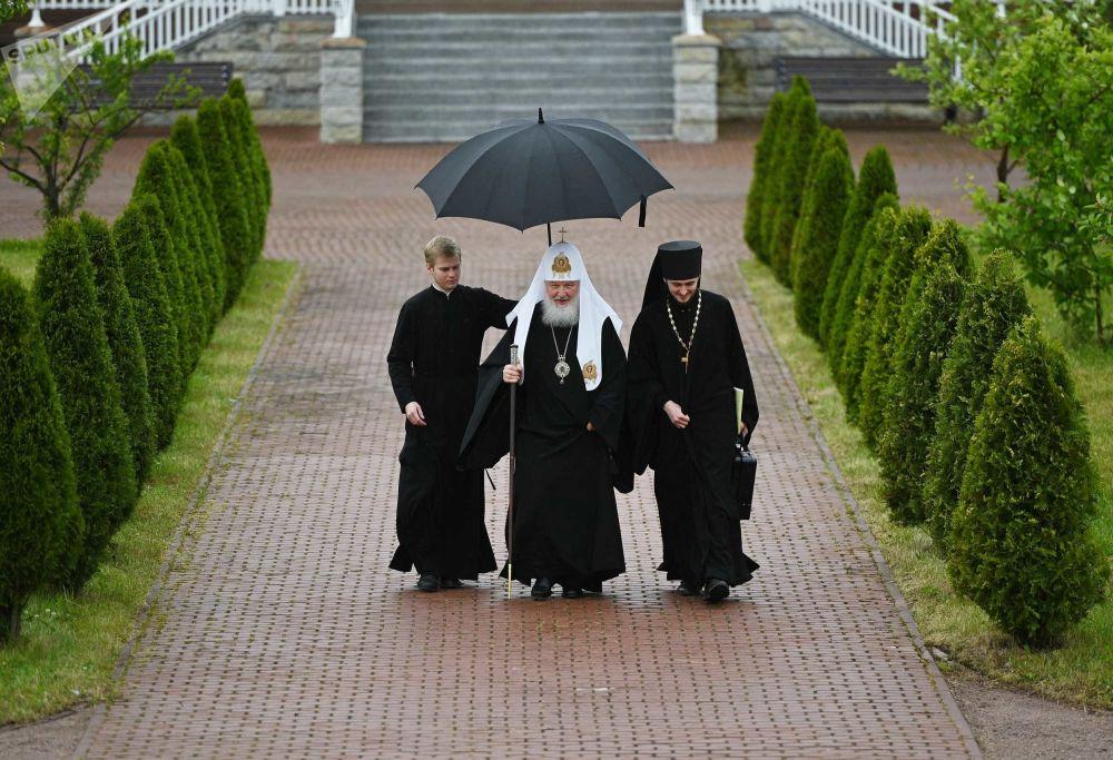 بطريرك موسكو وعموم روسيا كيريل قبل بدء اجتماع المجمع المقدس للكنيسة الأرثوذكسية الروسية في دير سباسو بريوبراجنسكي