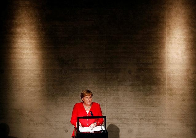 المستشارة الألمانية ميركل تحضر افتتاح معرض جيمس سيمون الجديد في برلين
