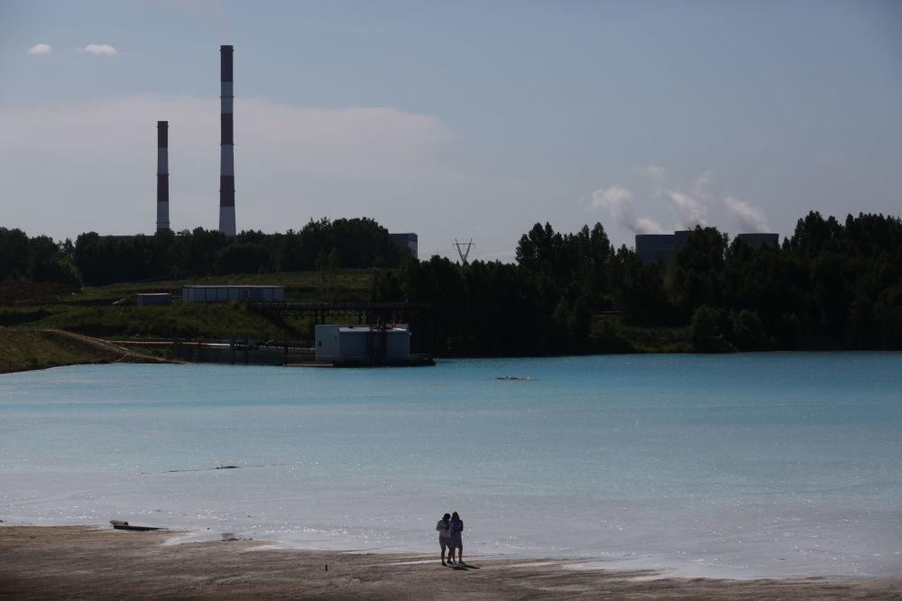 البحيرة القرمزية، التي أطلق عليها أهالي المنطقة المحليون بـ جزر المالديف، 11 يوليو/ تموز 2019