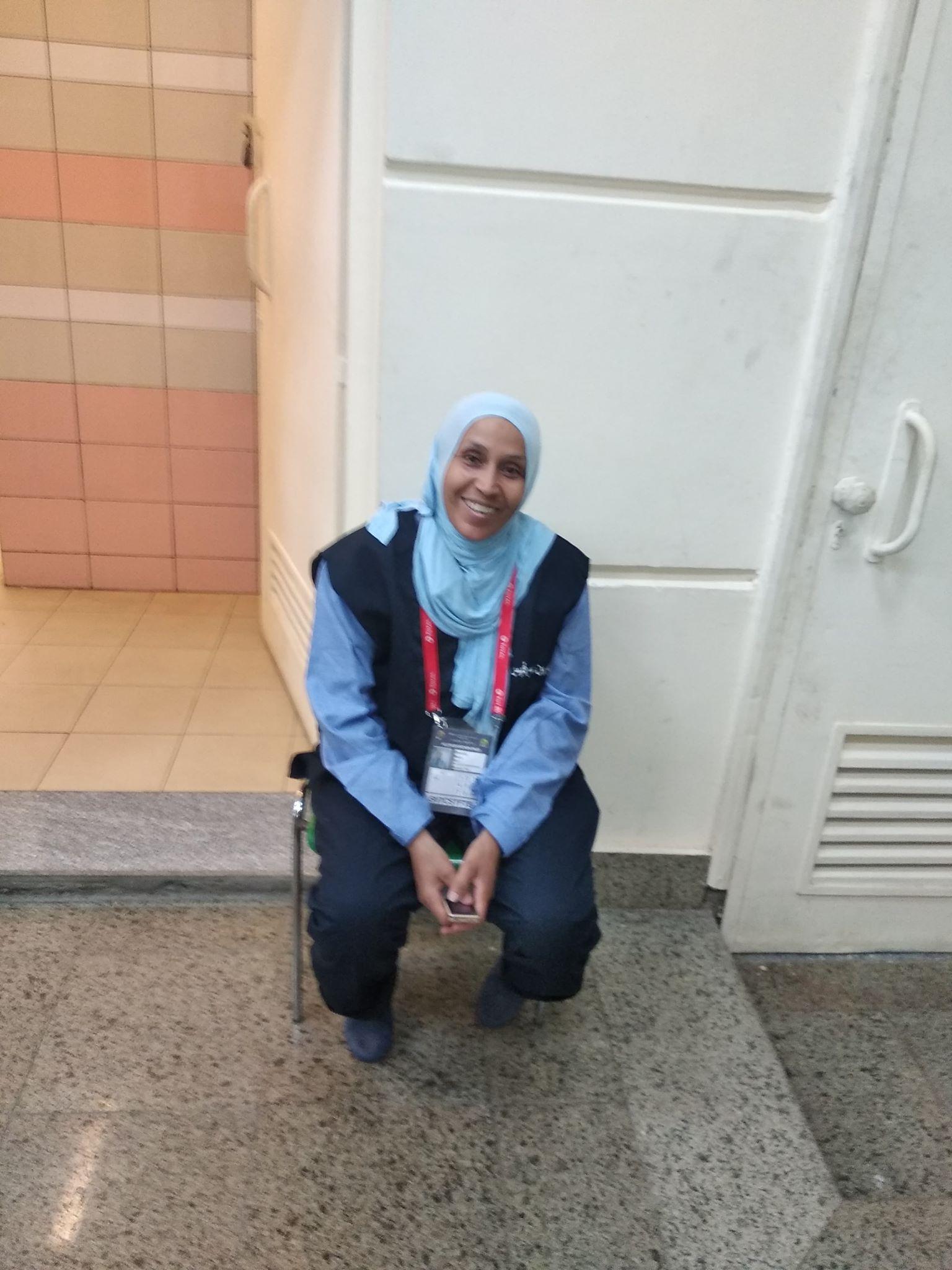 أم عبده إحدى المشرفات على نظافة استاد القاهرة خلال بطولة أمم أفريقيا 2019