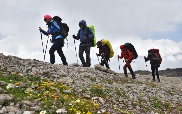 """سائحة تصور فيديو لـ""""تنفس"""" جبل إلبروس"""