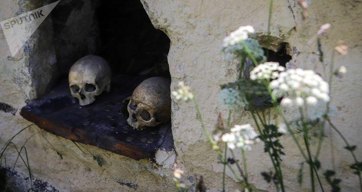 """أكثر من 100 رفات… اكتشاف """"مدينة أموات"""" في إسبانيا"""