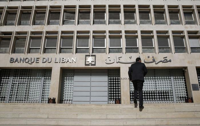 صحيفة: إقالة حاكم مصرف لبنان كانت واردة وتم التراجع عنها في اللحظات الأخيرة