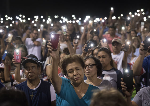 مواطنون في إل باسو يصلون من أجل ضحايا هجمات إطلاق النار