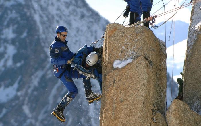 متسلقو فريق الإنقاذ على قمة جبال الألب الفرنسية، 19 يناير 2006