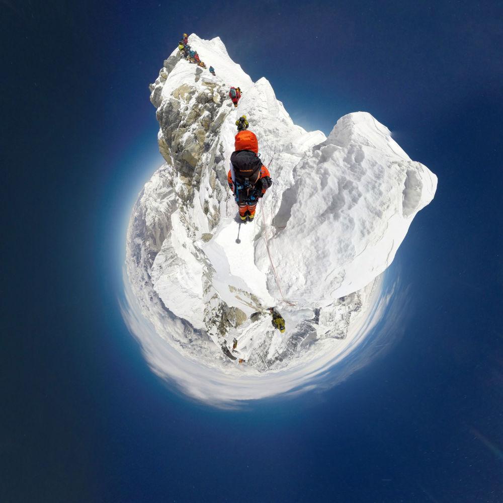 الصعود إلى قمة جبل إفرست، 22 مايو 2016