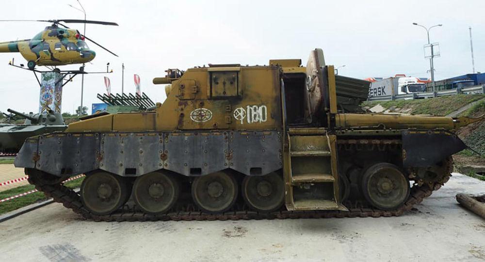 الدبابة الروسية لادوغا في بلدة كامينسك-شاختينسكي ضواحي مدينة روستوف
