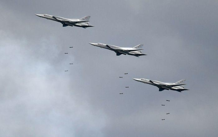 """طواقم """"تو-22إم3"""" تتدرب على إطلاق الصواريخ…فيديو"""