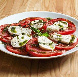 الطماطم وجبنة موزاريلا