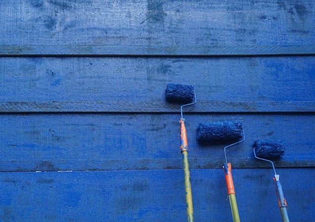 طلاء أزرق