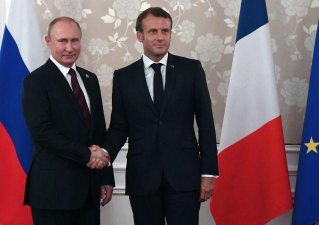 الرئيس الروسي فلاديمير بوتين والرئيس الفرنسي ايمانويل ماكرون