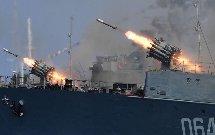 بالفيديو... إطلاق صواريخ مضادة للطائرات من السفينة الروسية