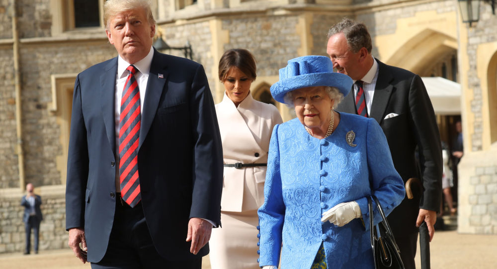 ملكة بريطانيا إليزابيث الثانية والرئيس الأمريكي دونالد ترامب