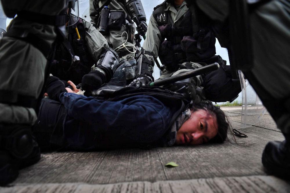 شرطة هونغ كونغ تحتجز المحتجين، 24 أغسطس 2019