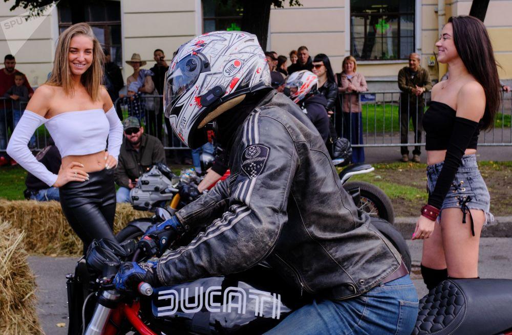 مهرجان الدراجات النارية الدولي موتوستاليتسا في سان بطرسبورغ