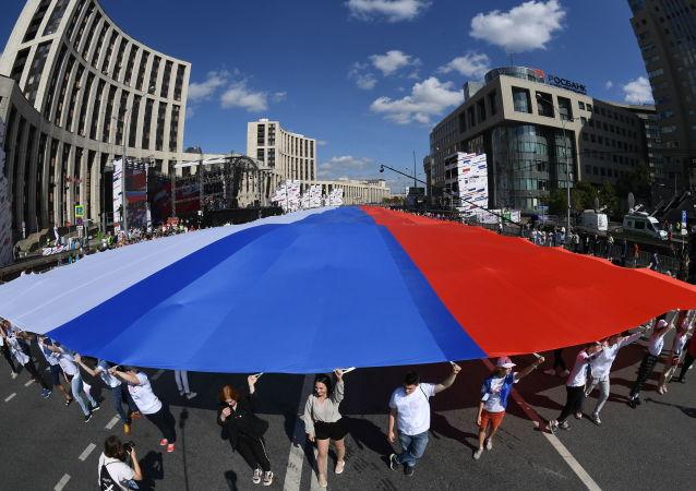 فعالية بمناسبة يوم العلم الروسي في بروسبيكت ساخاروفا في موسكو