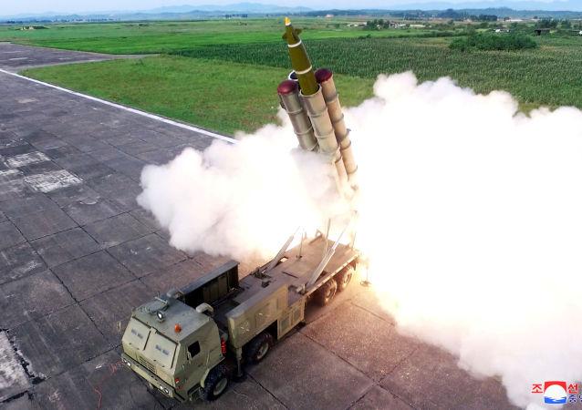 إطلاق الصواريخ أثناء اختبار قاذفة الصواريخ، كوريا الشمالية 25 أغسطس/ آب 2019