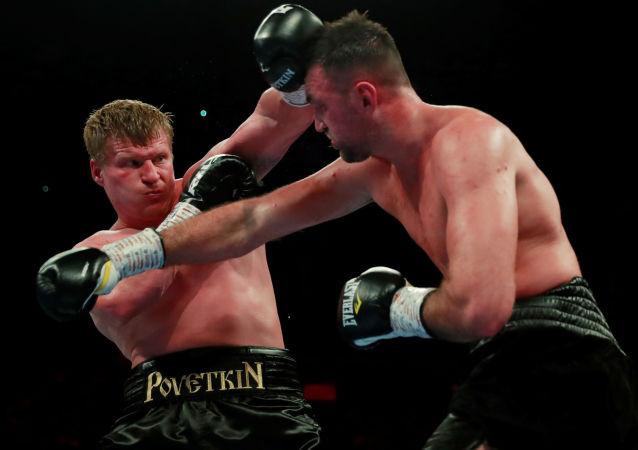 بطل العالم في الوزن الثقيل الملاكم ألكسندر بوفيتكين