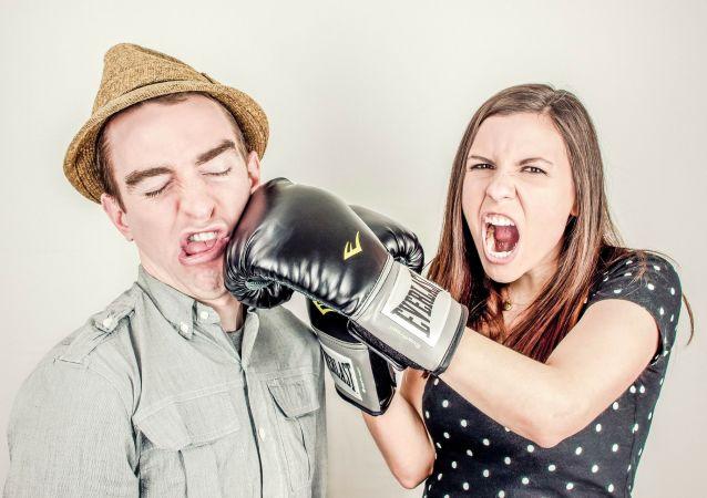 خلاف بين رجل وامرأة