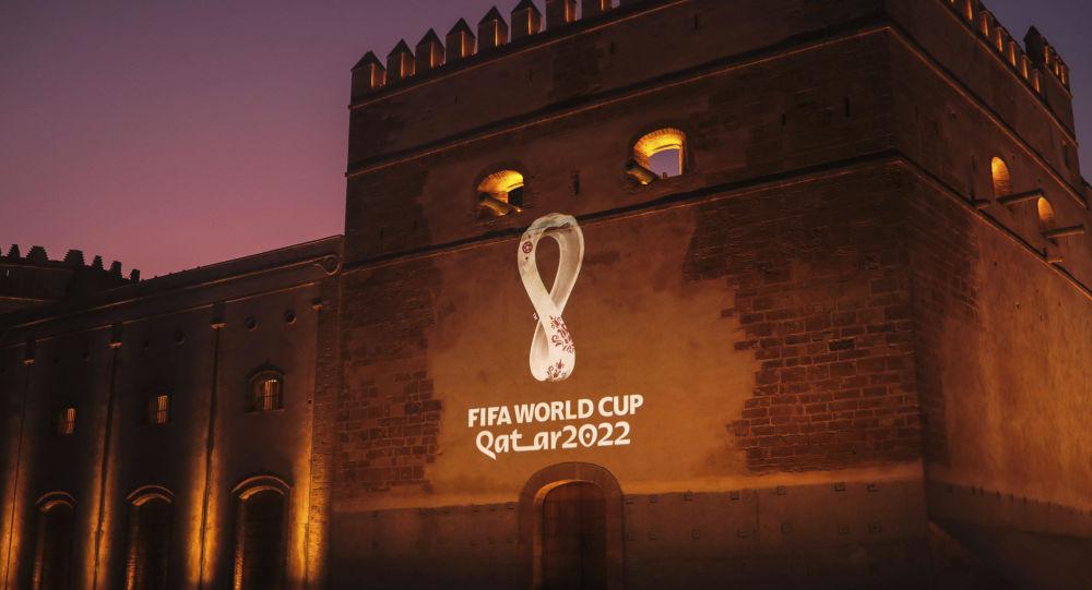 شعار كأس العالم 2022 على مبنى أثري في المغرب