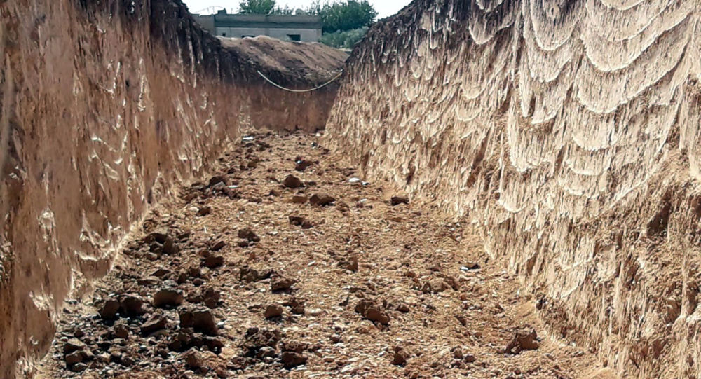 ميلشيات قسد الموالية للجيش الأمريكي تكثف حفر الخنادق والأنفاق