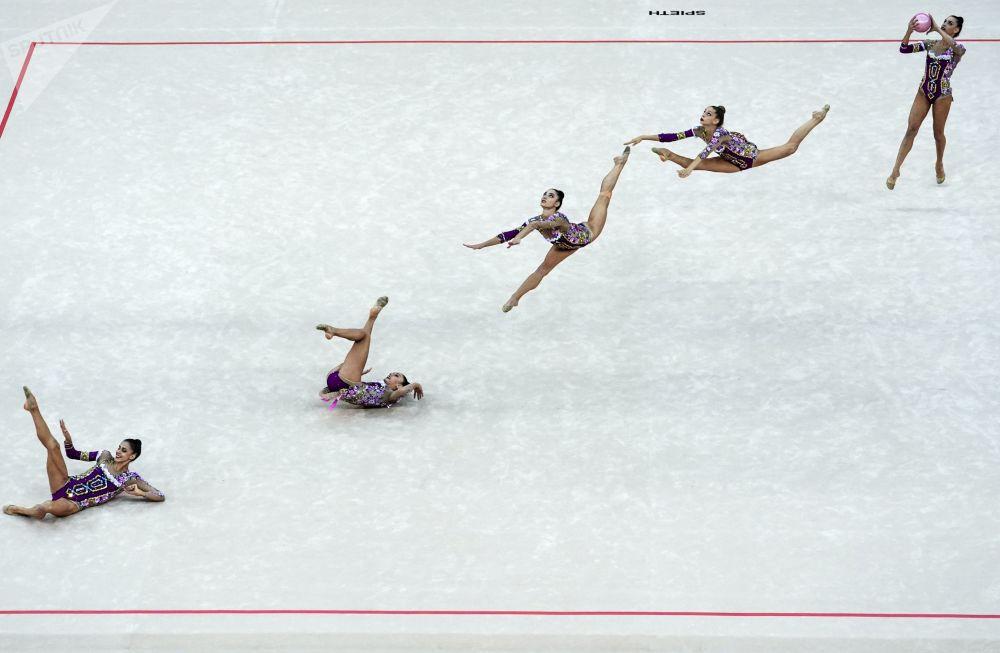 فريق الجمباز الإيقاعي الإيطالي في بطولة العالم للجمباز الإيقاعي بين السيدات في باكو، أذربيجان