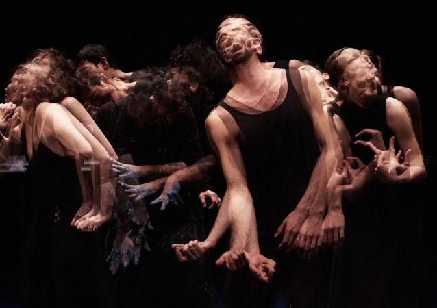 راقص لبناني على خشبات أعرق المسارح في روسيا