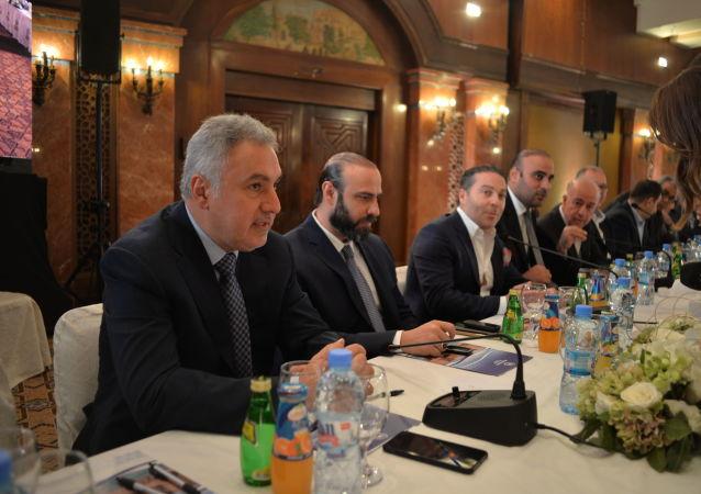 اجتماع البنك المركزي السوري مع رجال الأعمال السوريين