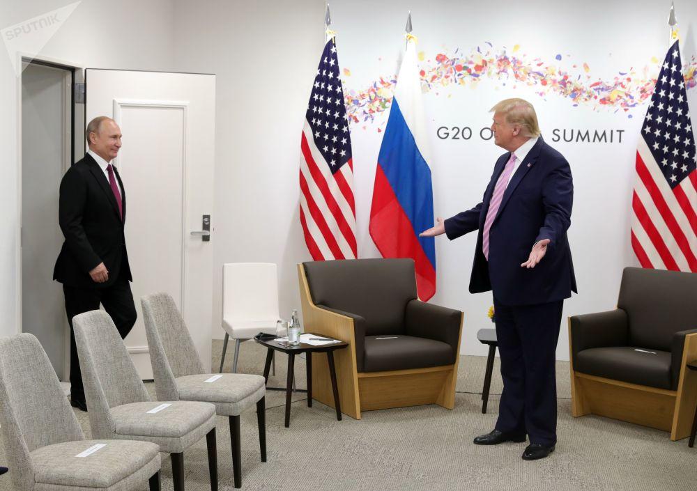 الرئيس الأمريكي دونالد ترامب يلتقي بالرئيس فلاديمير بوتين خلال قمة مجموعة العرين في أوساكا، اليابان 28 يونيو 2019