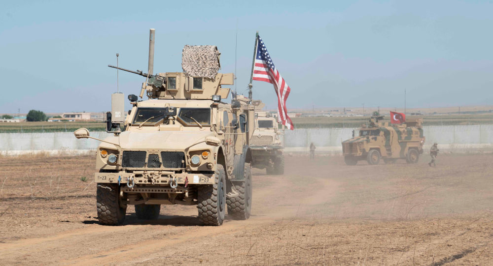 القوات التركية والأميركية خلال دورية مشتركة بين الولايات المتحدة وتركيا فيالمنطقة الآمنة شمال سوريا، 8 أكتوبر 2019