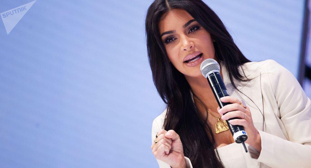 نجمة تلفزيون الواقع، عارضة الأزياء الأمريكية، كيم كارداشيان في زيارة إلى أرمينيا، 8 أكتوبر 2019