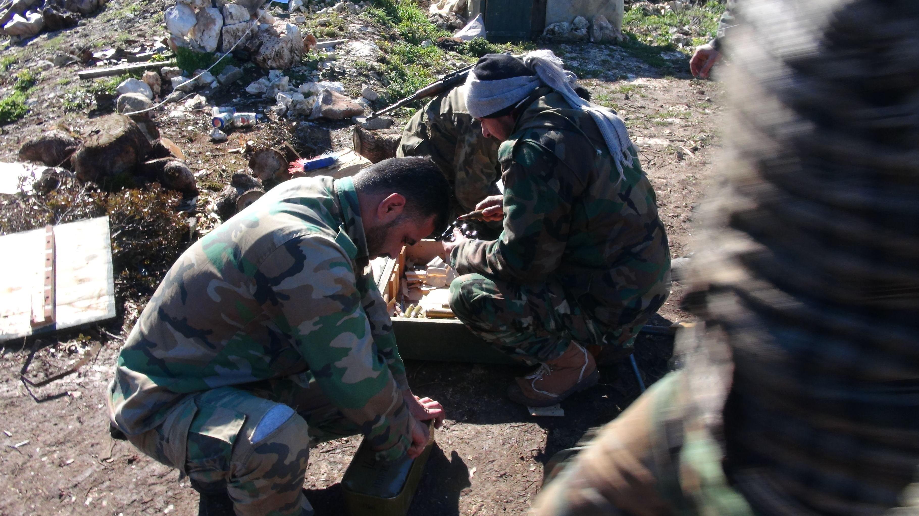 بالفيديو.. القوات السورية توجه مرابط النيران وتستعد للاحتمالات بريف اللاذقية