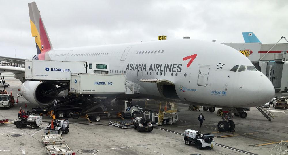احتراق محرك أكبر طائرة في العالم... فيديو
