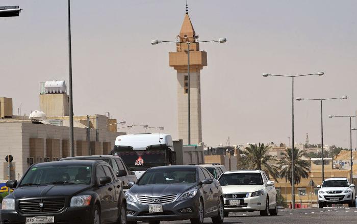 مقطع منسوب لإمام مسجد يثير جدلا واسعا في السعودية... فيديو