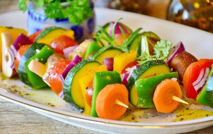 5 أطعمة وعادات غذائية شائعة تسبب السرطان