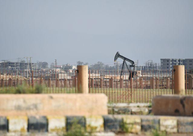 منشأة نفط قرب مدينة ديرالزور في سوريا