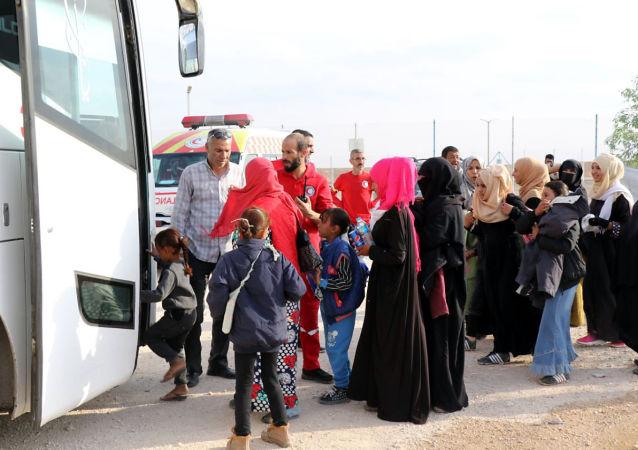 الهلال الأحمر السوري ينقذ عائلات سورية من الجيش التركي، 26 أكتوبر/تشرين الأول 2019