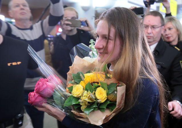 وصول المواطنة الروسية المفرج عنها، ماريا بوتينا إلى مطار شيريميتيفو