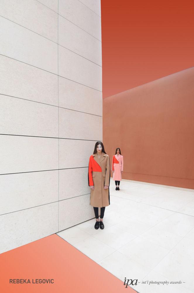 صورة بعنوان أخوة (Siblings)، للمصورة ريبيكا ليجوفيتش، الفائز في فئة أفضل مصور إعلانات لهذا العام، ضمن جوائز غير المحترفين للمسابقة الدولية للتصوير لعام 2019