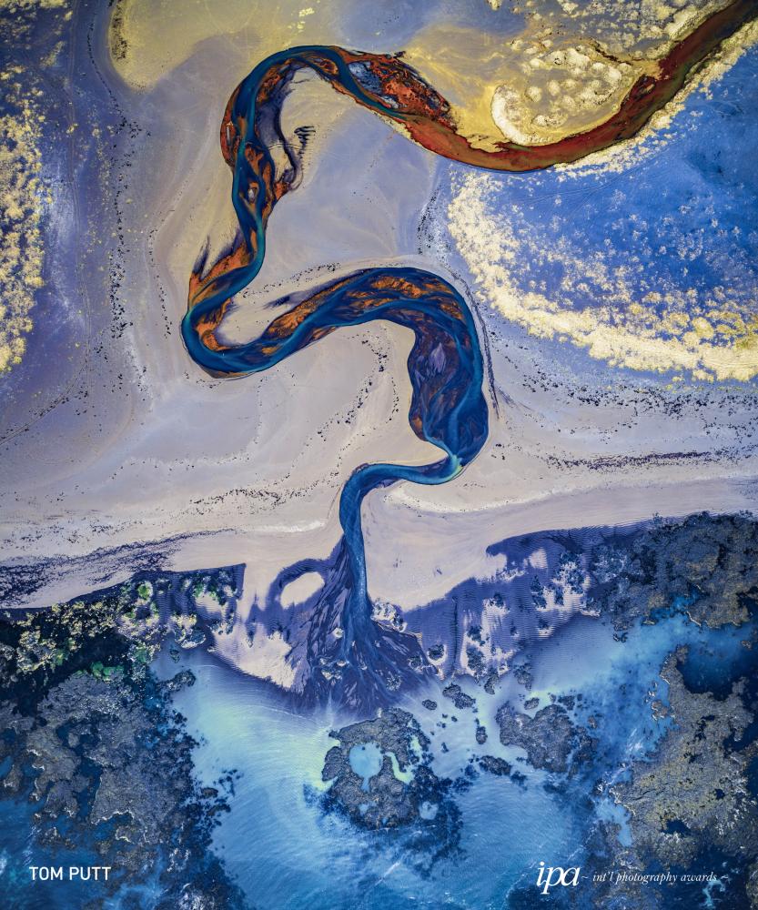 صورة بعنوان آيسلندا (Iceland)، للمصور توم بوت، الفائز في فئة أفضل مصور الطبيعة لهذا العام، ضمن جوائز المحترفين للمسابقة الدولية للتصوير لعام 2019