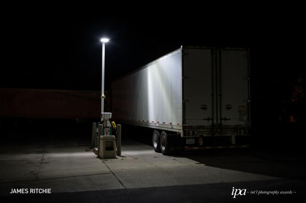 صورة بعنوان أضواء الليل (Night Lights)، للمصور جيمس ريتشي، الفائز في فئة مصور مميز لهذا العام، ضمن جوائز المحترفين للمسابقة الدولية للتصوير لعام 2019