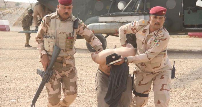 """القوات العراقية تلقي القبض على عناصر من """"داعش""""... صور"""