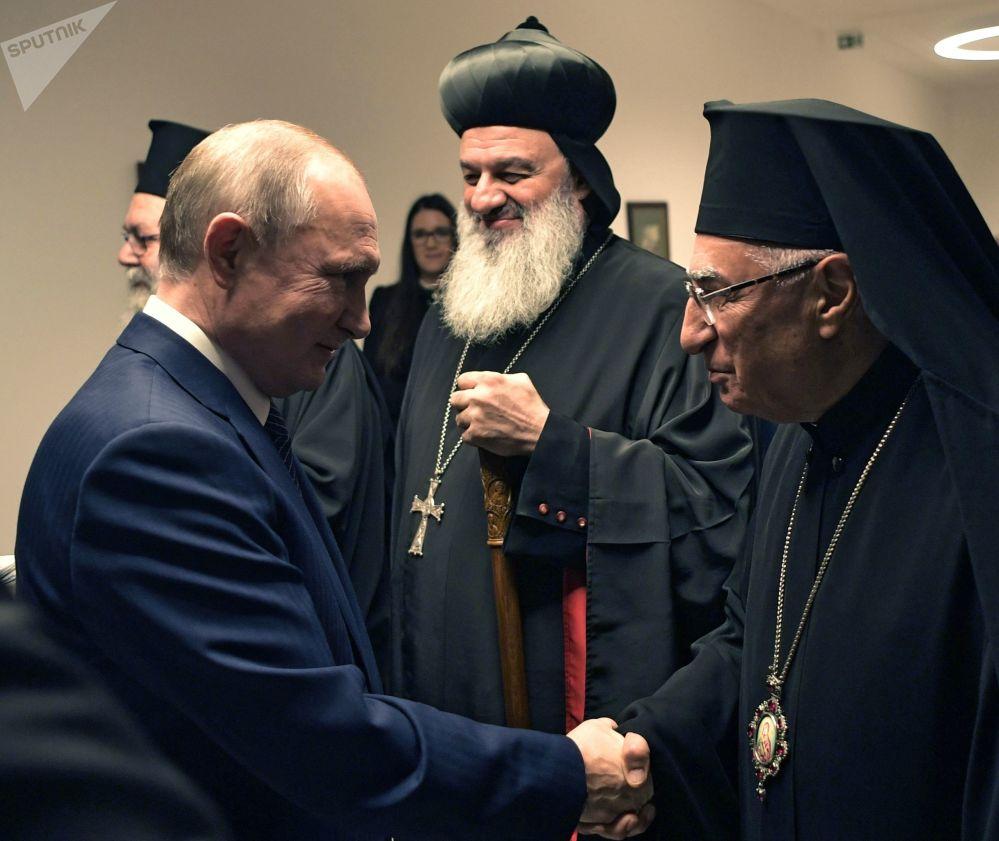 الرئيس الروسي فلاديمير بوتين خلال لقائه مع رئيس الوزراء المجري فيكتور أوربان مع رؤساء وممثلي الكنائس المسيحية في الشرق الأوسط، 30 أكتوبر 2019