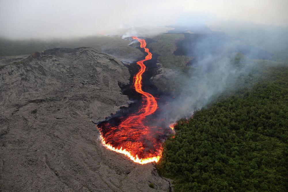 ثوران بركان بيتون دي لا فورنيز في جزيرة ريونيون في المحيط الهندي، 25 أكتوبر 2019
