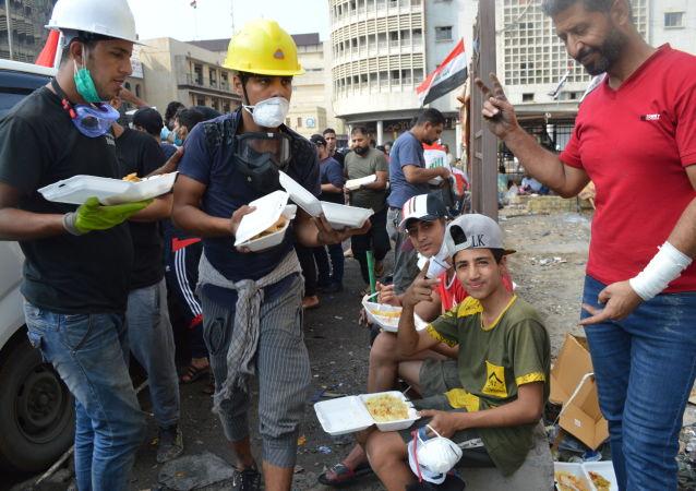 المندسون الصغار ..طفل جريح يتحدى الموت في تظاهرات بغداد