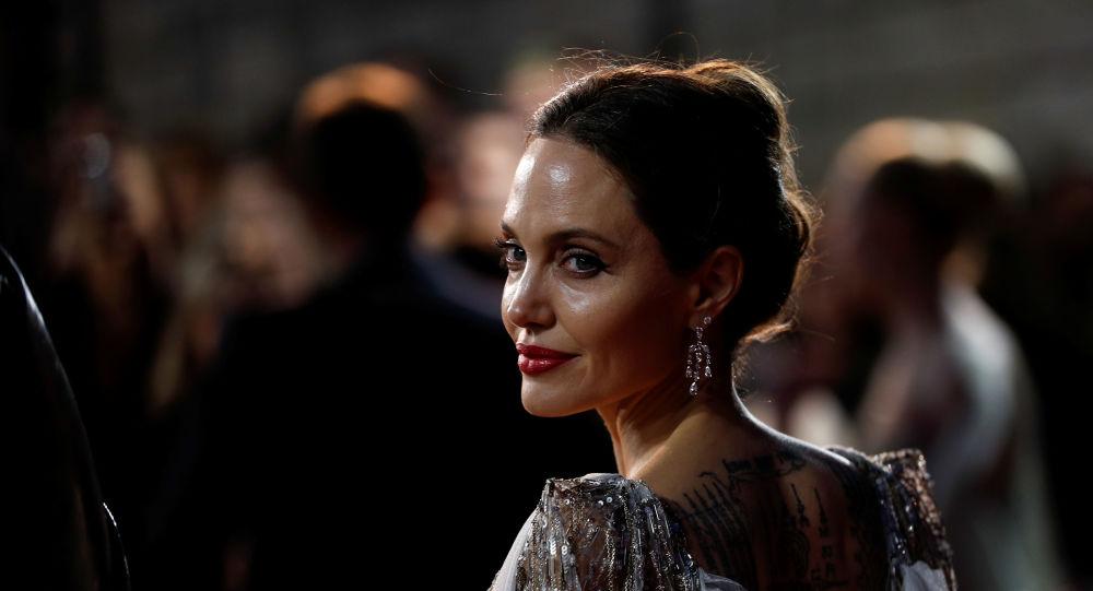 الممثلة الأمريكية أنجلينا جولي